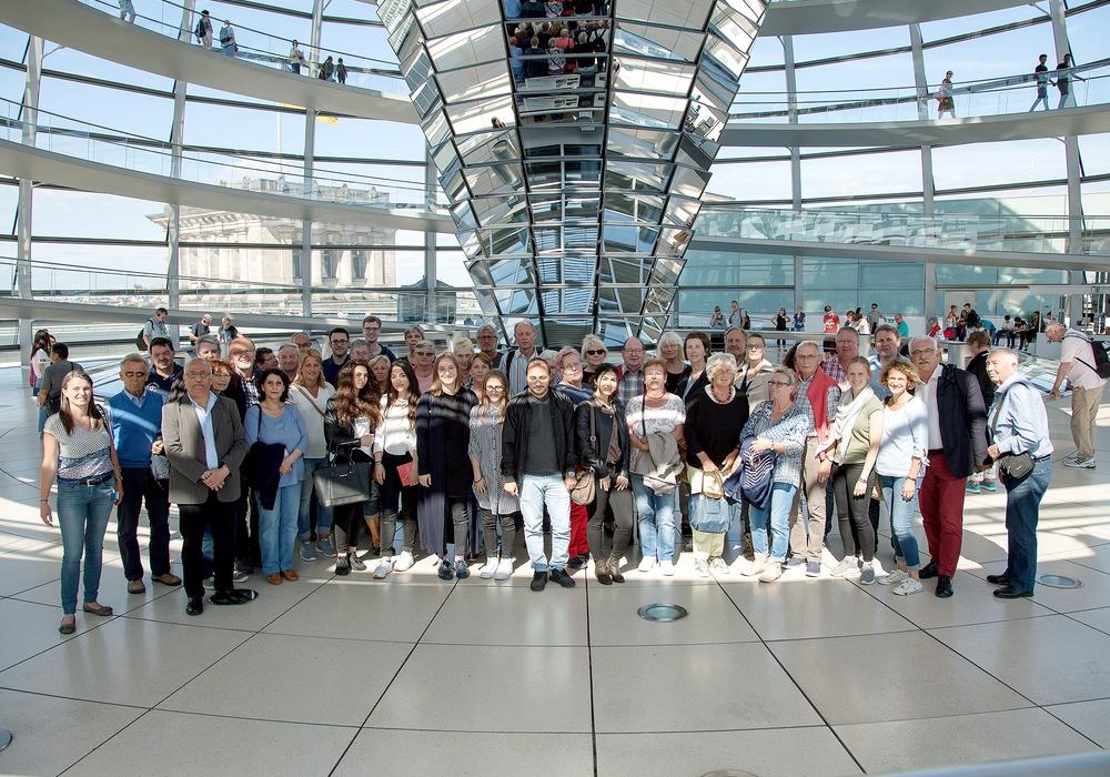 Die Besuchergruppe im Reichstag. Foto: Büro Priesmeier