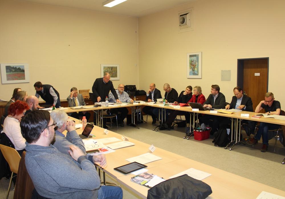 Der Stadtbezirksrat hat von  Bezirksbürgermeister Frank Graffstedt eine Hausaufgabe mit auf den Weg bekommen. Foto: Jonas Walter