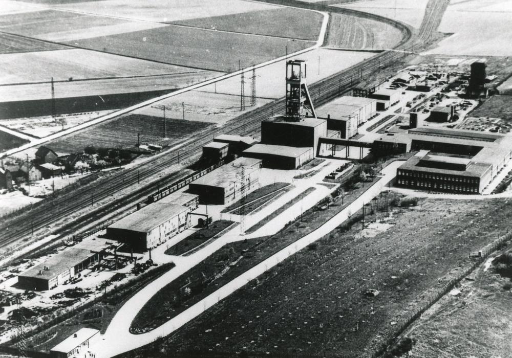 Das Foto zeigt den Förderschacht Hannoversche Treue II. Foto: Stadtarchiv
