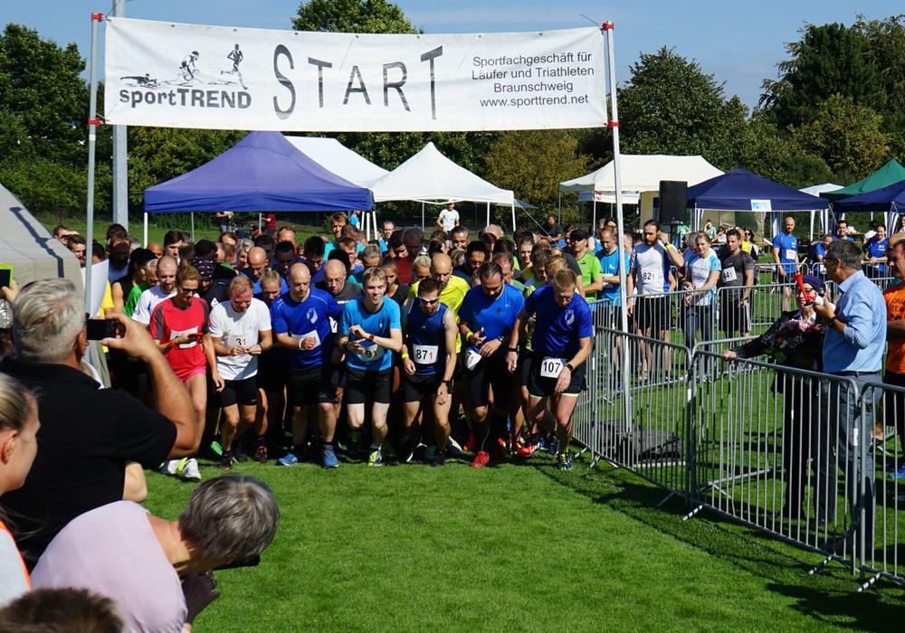 Start zum Behörden-Staffelmarathon 2019 Foto: Thomas Mayar (LGLN)