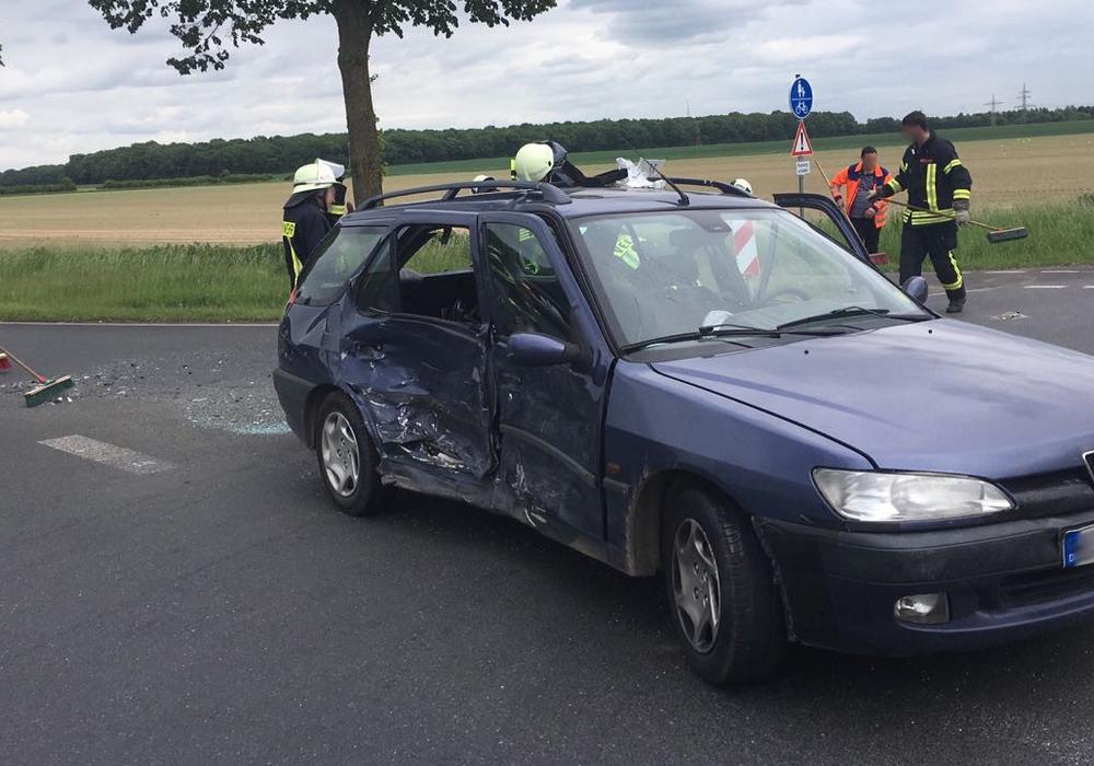Der Peugeot wurde gegen einen Toyota geschleudert. Foto: Frederick Becker
