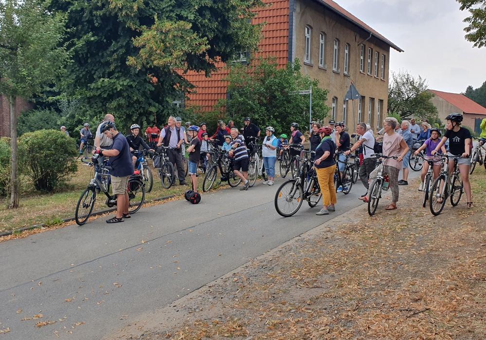 Rund 60 Pilgerer machten sich am Sonntag auf, den Norden des Pfarrverbandes zu erkunden. Fotos: Pfarrverband Schöppenstedt Süd