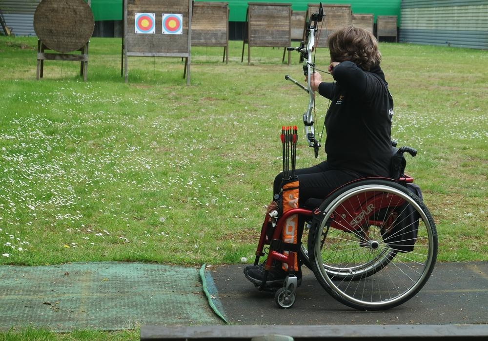 Das Polizeistadion ist jetzt behindertengerecht. Und bietet auch den Bogenschützin im Rollstuhl die Möglichkeit ihrem Hobby nachzukommen. Foto: Polizeisportverein Braunschweig e. V. i