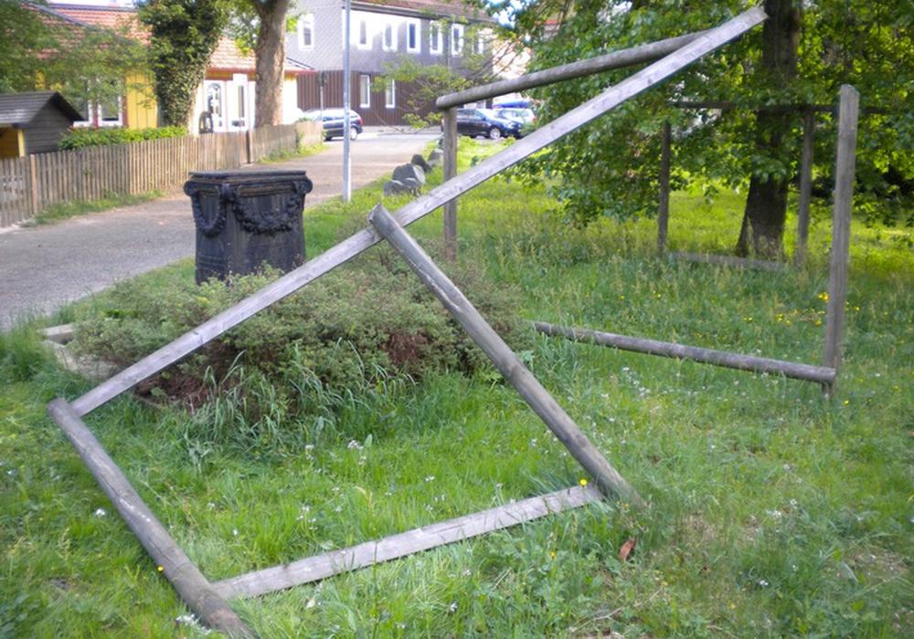 Die Beschädigung an dem Holzgerüst. Foto: Polizeiinspektion Goslar