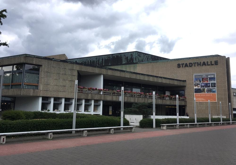 Die Ratssitzung wurde in die Stadthalle verlegt.