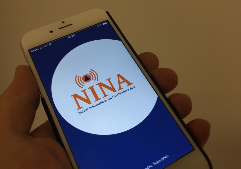 Die Krisen-Warn-App NINA ist einsatzbereit. Der Landkreis informiert ab sofort auch über Smartphone. Foto: Anke Donner