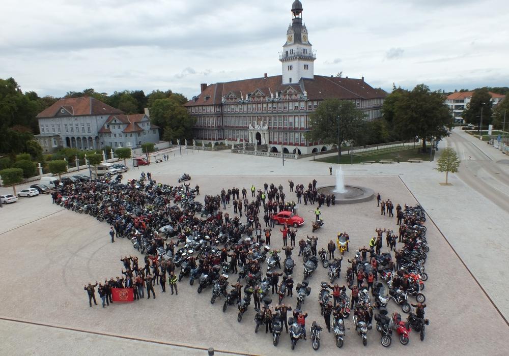 Die Ausfahrt am vergangenen Samstag endete auf dem Schlossplatz. Foto: Red Knights