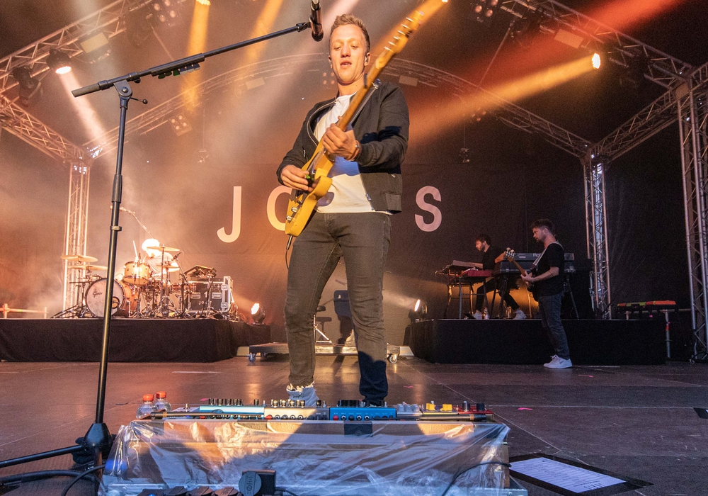 Mit seinen gefühlvollen Liedern schaffte es Joris die Fans zu begeistern. Fotos: Rudolf Karliczek