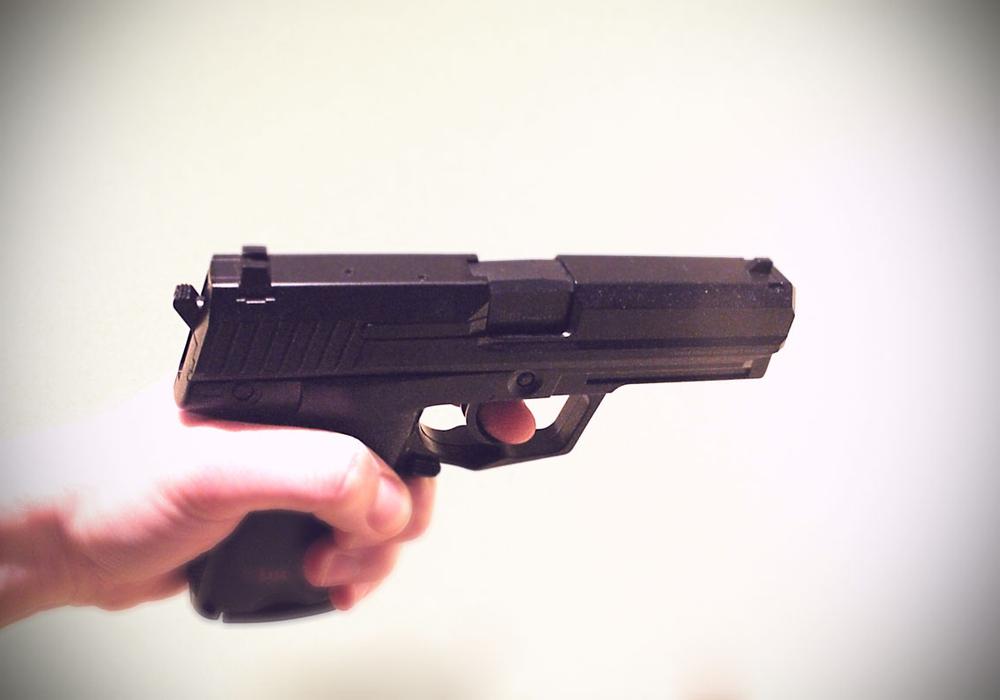 Die Mitarbeiterin wurde mit einer Schusswaffe bedroht. Symbolfoto: Alexander Panknin