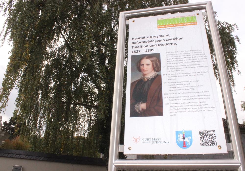 In Wolfenbüttel sollen vier weitere Schilder auf den frauenOrt Henriette Schrader – Breymann. Der Vorschlag soll im kommenden Kulturausschuss der Stadt beraten werden. Foto: Anke Donner