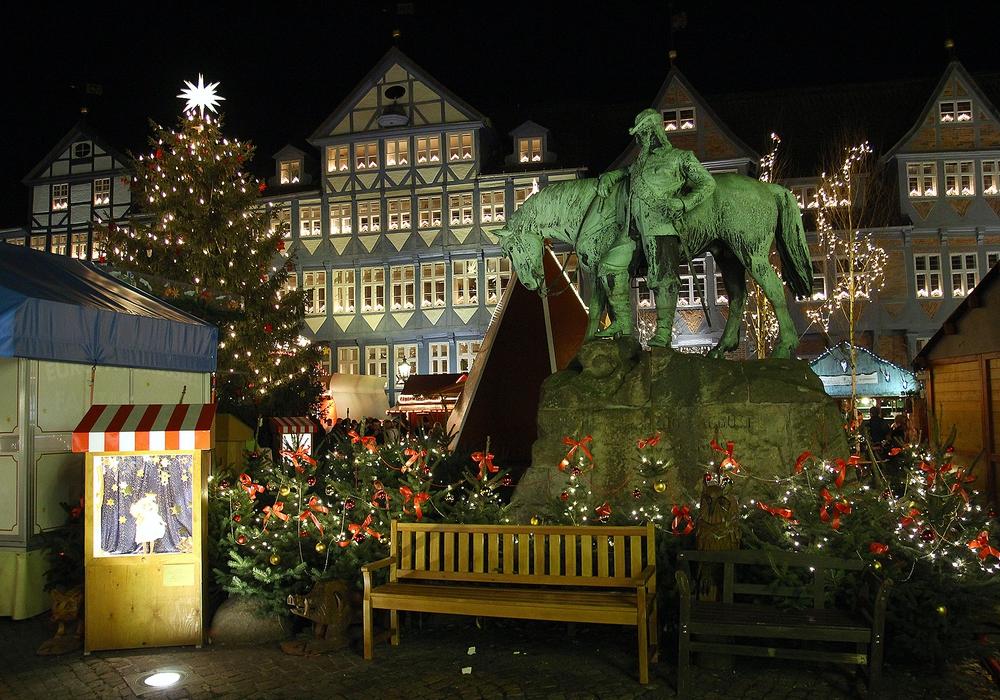 Die dunkle Jahreszeit wirft ihre Schatten voraus: Ab Mitte November wird der Weihnachtsmarkt aufgebaut. Archiv-Foto: Thorsten Raedlein