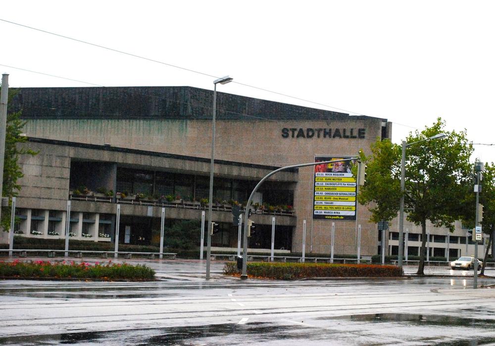 Die Stadthalle am  Leonhardplatz. Foto: Sina Rühland