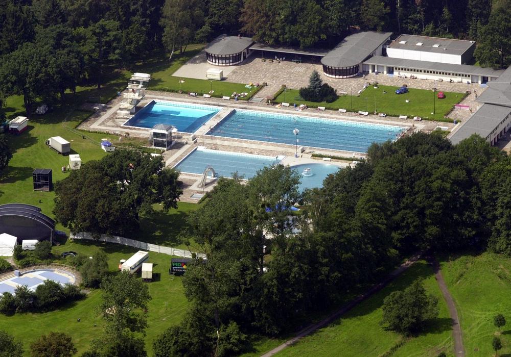 Ab dem 12. Mai kann auch im VW-Bad draußen geschwommen werden. Foto: Stadt Wolfsburg