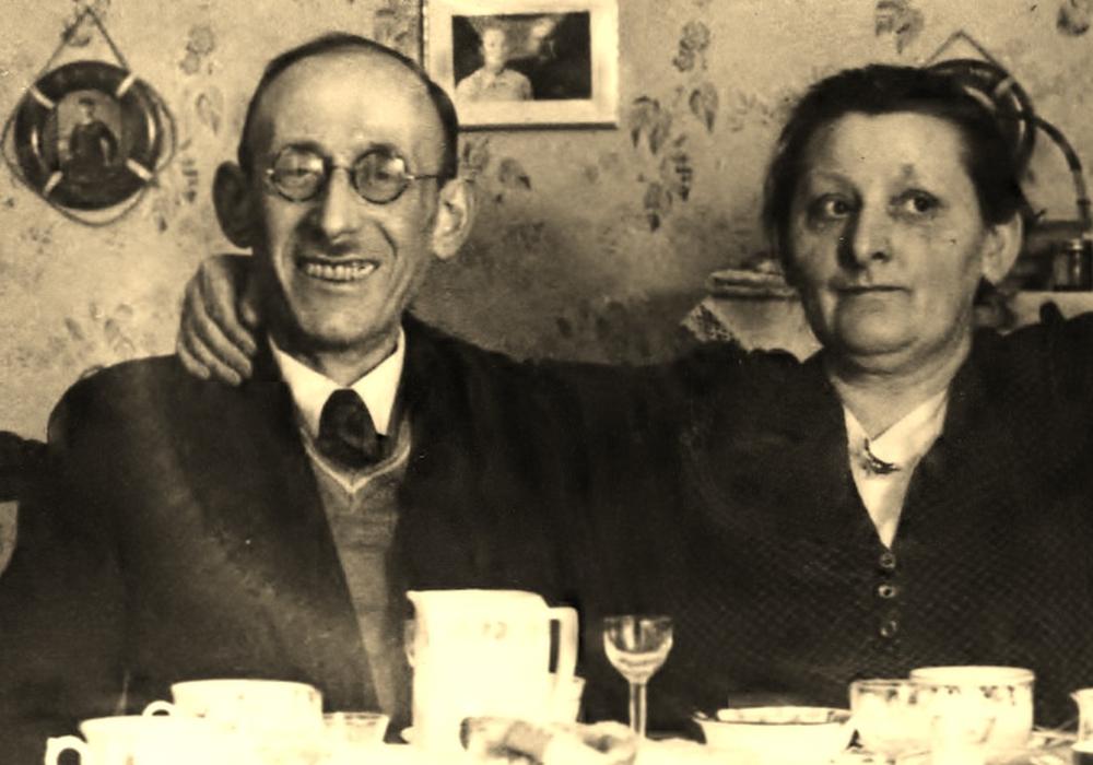Claus-Dieter Klein (Bremen) spricht mit Helmut Kramer, Forum Justizgeschichte e.V., über die Hinrichtung des Helmstedter Juden Moritz Klein 1942. Foto: Privat