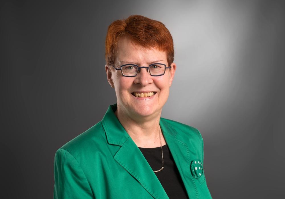 Dr. Christa Westphal-Schmidt, Vorsitzende des Schulausschusses und stellvertretende SPD-Fraktionsvorsitzende, sieht noch einige Mängel im Schulzentrum Westhagen. Foto: SPD
