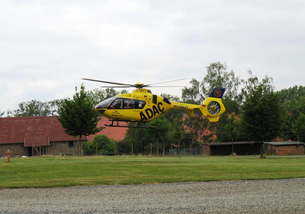 Landung des Rettungshubschraubers Christoph 30 aus Wolfenbüttel auf dem Gelände Gut Riechenberg. Foto: Feuerwehr Goslar