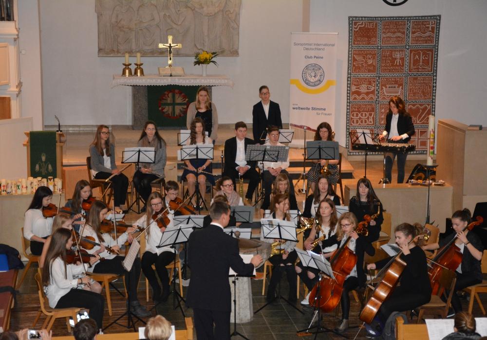 Das Klassenorchester spielte in der Friedenskirche. Foto: Privat