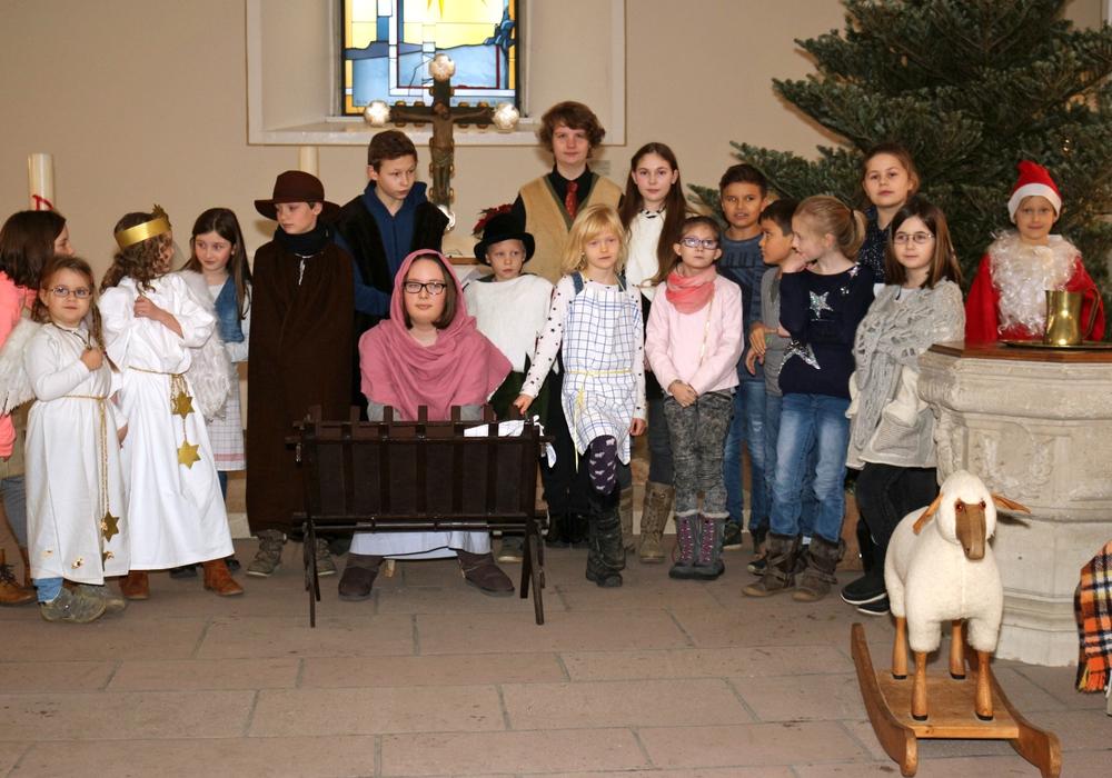 Etwa 20 Kinder und Jugendliche führten das Krippenspiel auf. Fotos: privat