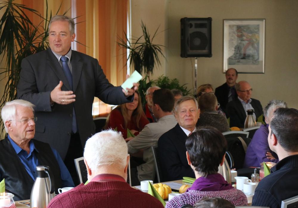 Oesterhelweg begrüßte seine Gäste mit einem Vortrag über die Geschichte und die Werte Niedersachsens. Fotos: Werner Heise