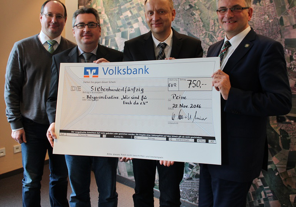 Bürgermeister Klaus Saemann nahm die Spende entgegen. Foto: Privat