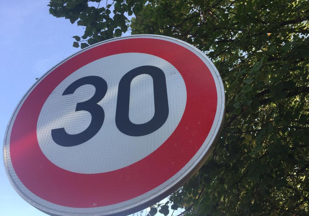 Zumindest zeitweise wird Tempo 30 auf dem nordöstlichen Ring gefordert. Symbolfoto: Anke Donner