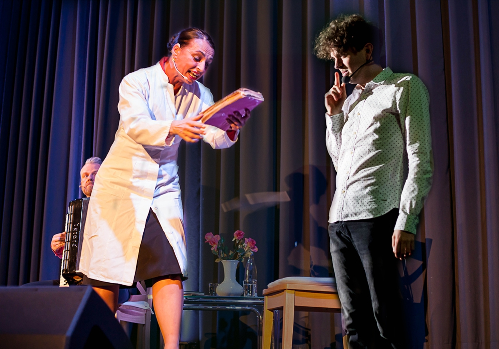 Schwester Cordula und Mathias Ningel traten am Samstagabend im Goslarer Theater zum 5. Spieltag der Kabarett Bundes:Liga gegeneinander an. Fotomontage: Alec Pein