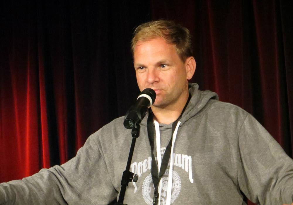 Dominik Bartels ist der Experte für Poetry Slam. Foto: Jörg Schwedler