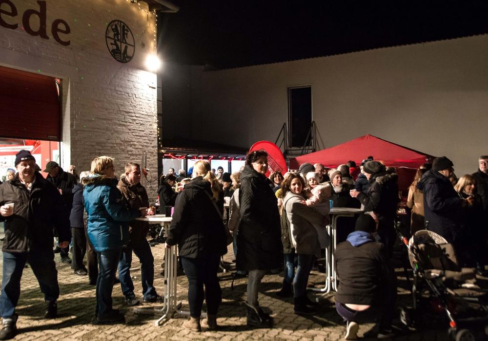 Rund 150 Besucher zählte die Freiwilliger Feuerwehr Salzgitter-Thiede bei ihrem lebendigen Adventskalender. Foto: Rudi Karliczek