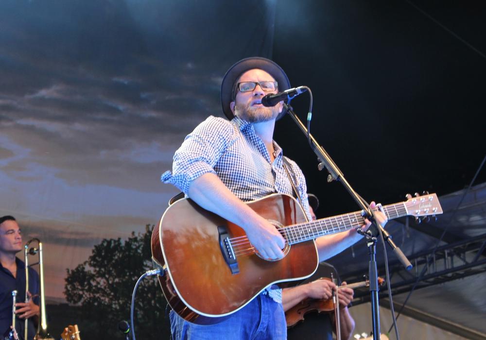 Gregor Meyle sorgte am Samstagabend für Stimmung auf dem Wolters Hof. Fotos: Alexander Dontscheff