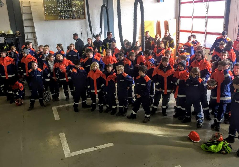 Rund 90 Mitglieder der gemeindlichen Jugendfeuerwehren der Gemeinde Cremlingen nahmen Teil. Foto: Feuerwehr