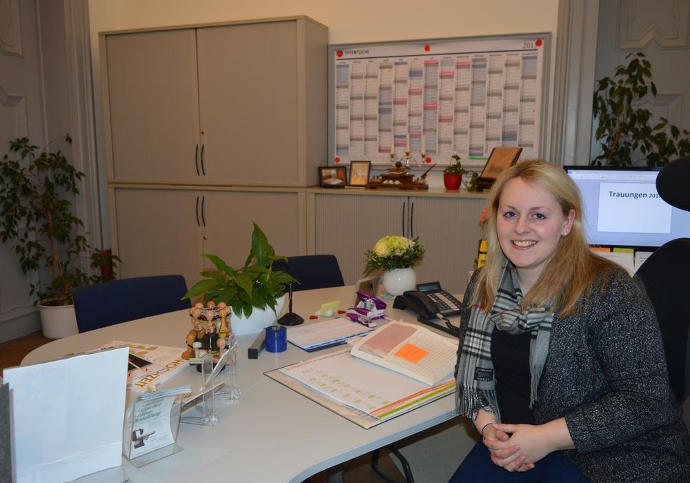 Sicktes Standesbeamtin Alina Curland hat in ihrer Amtszeit bisher 98 Paare getraut. Foto: Privat