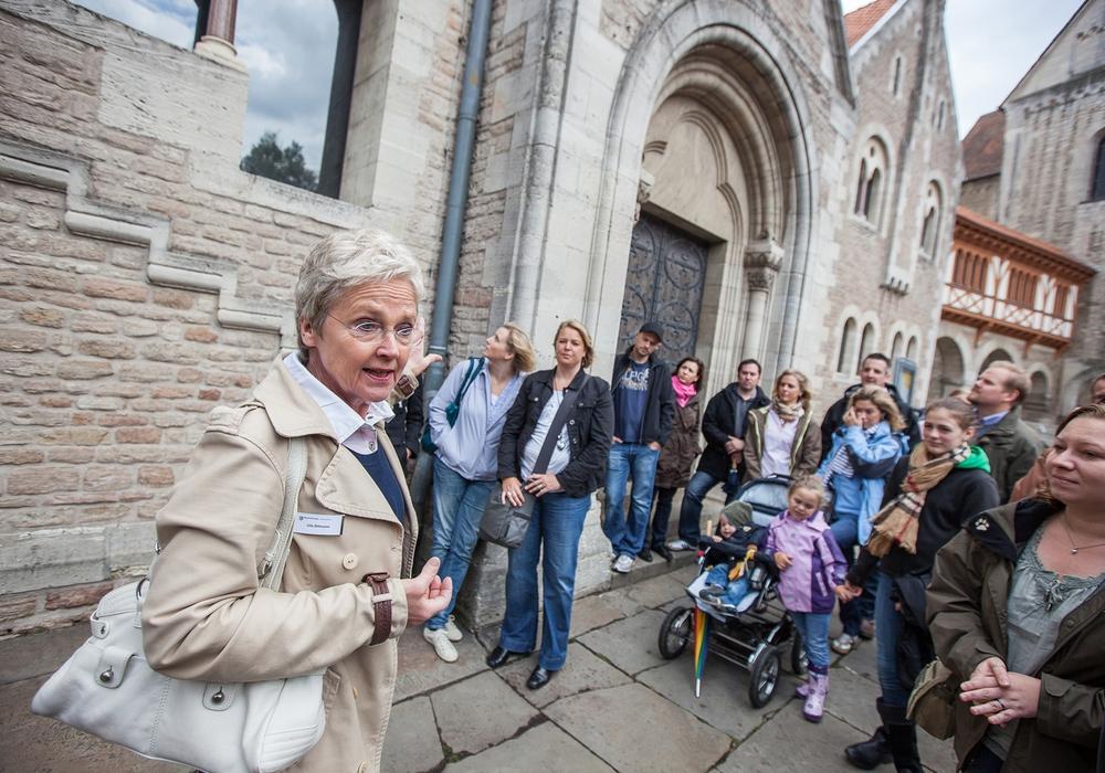 Unterhaltsam durch die Löwenstadt: Die Führungen des Stadtmarketings sind ganzjährig buchbar. Foto: Braunschweig Stadtmarketing GmbH/Marek Kruszewski