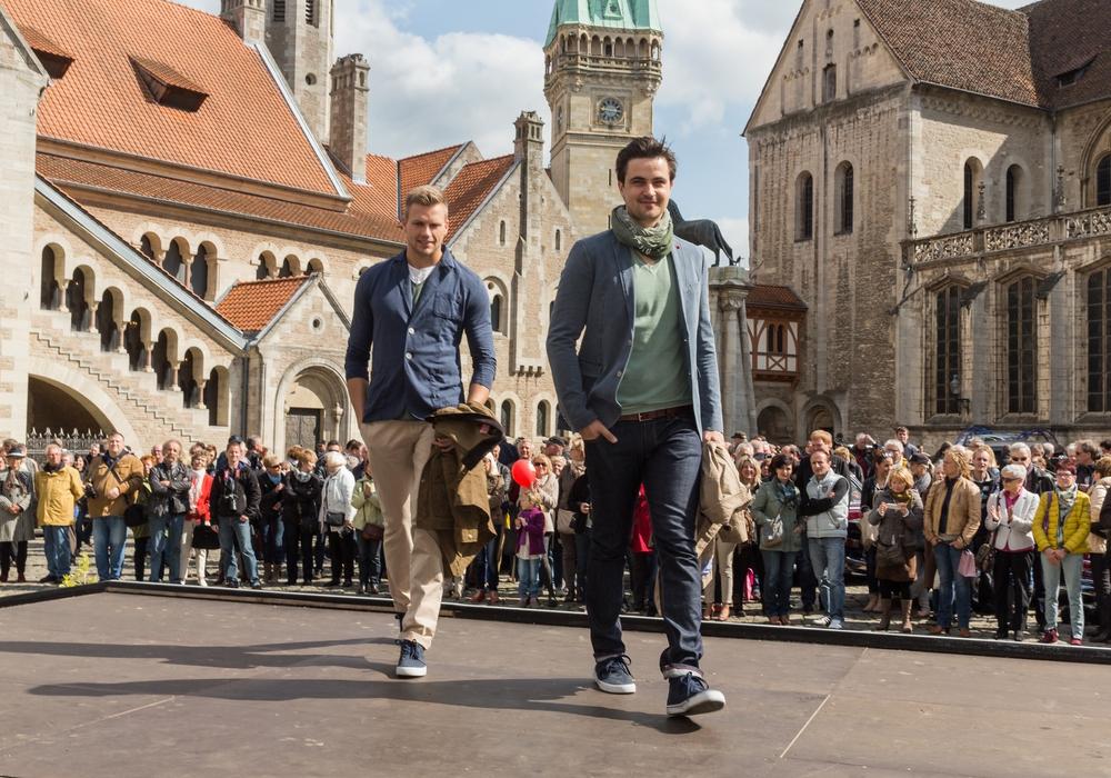 Die Modenschauen auf dem Burgplatz. Foto: Braunschweig Stadtmarketing GmbH/Marek Kruszewski