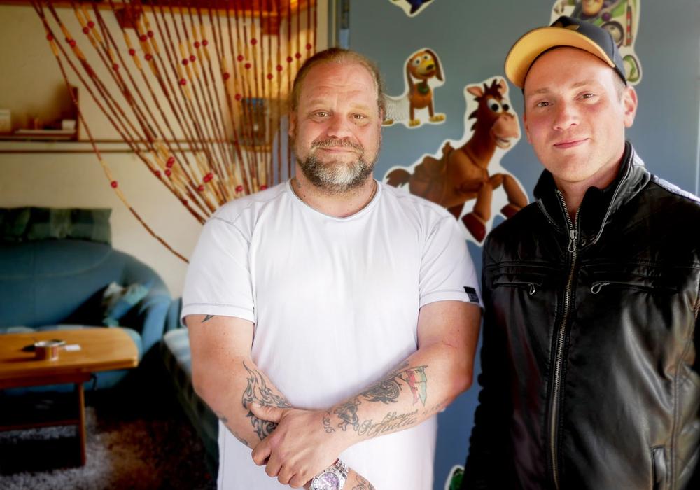 Gründungsmitglieder Gianluca Calabrese und Patrick Wassmann vor dem Vereinshaus. Foto/Video: Alexander Panknin