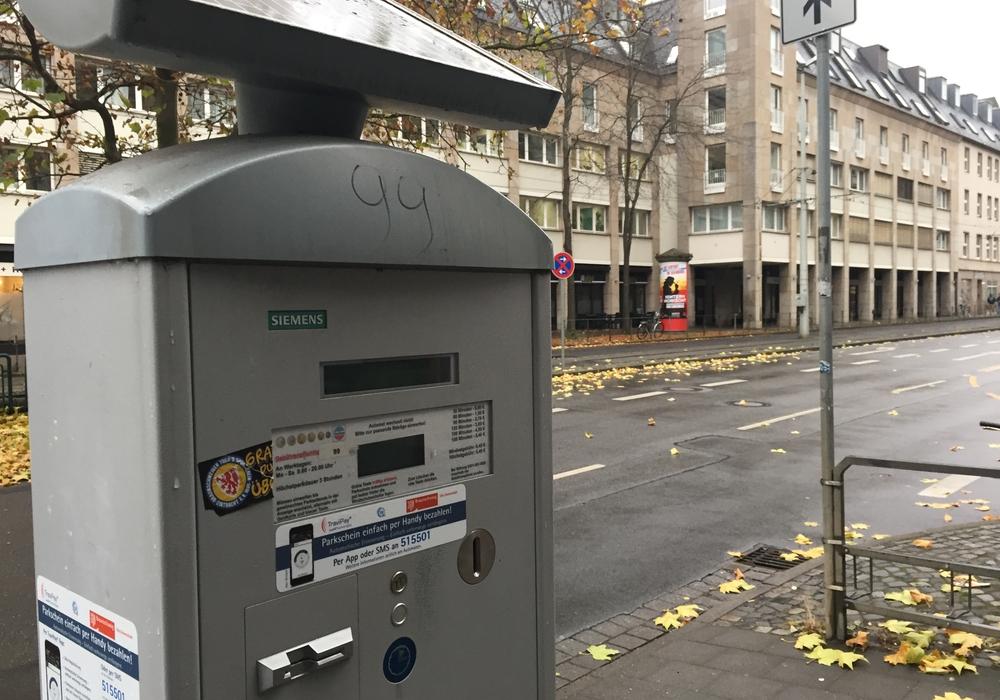 Rund 1.000 Autofahrer nutzten im Oktober das Handyparken in Braunschweig. Foto: Anke Donner