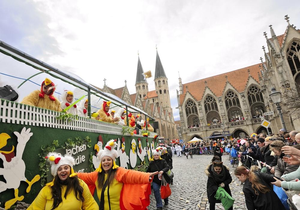 Mit der Schoduvel am 11. Februar startet das Jahr 2018 gleich mit einem närrischen Höhepunkt. Norddeutschlands größter Karnevalsumzug zieht jedes Jahr zehntausende Besucherinnen und Besucher aus nah und fern in die Innenstadt Braunschweigs. Foto: Braunschweig Stadtmarketing GmbH / Daniel Möller
