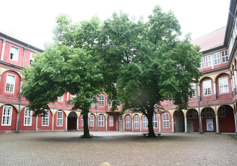 Die Grundleitungen im Innenhof Schlosses sollen erneuert werden. Foto: Anke Donner