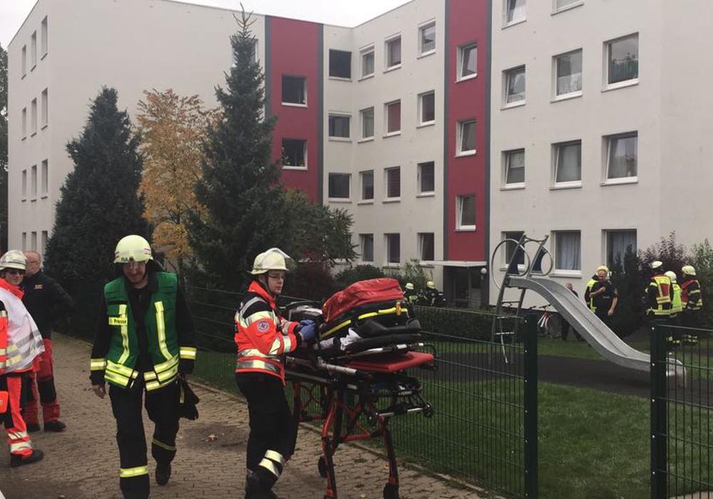 Die Polizei geht davon aus, dass das Feuer in einem Mehrfamilienhaus mit Absicht gelegt wurde. Foto: Anke Donner