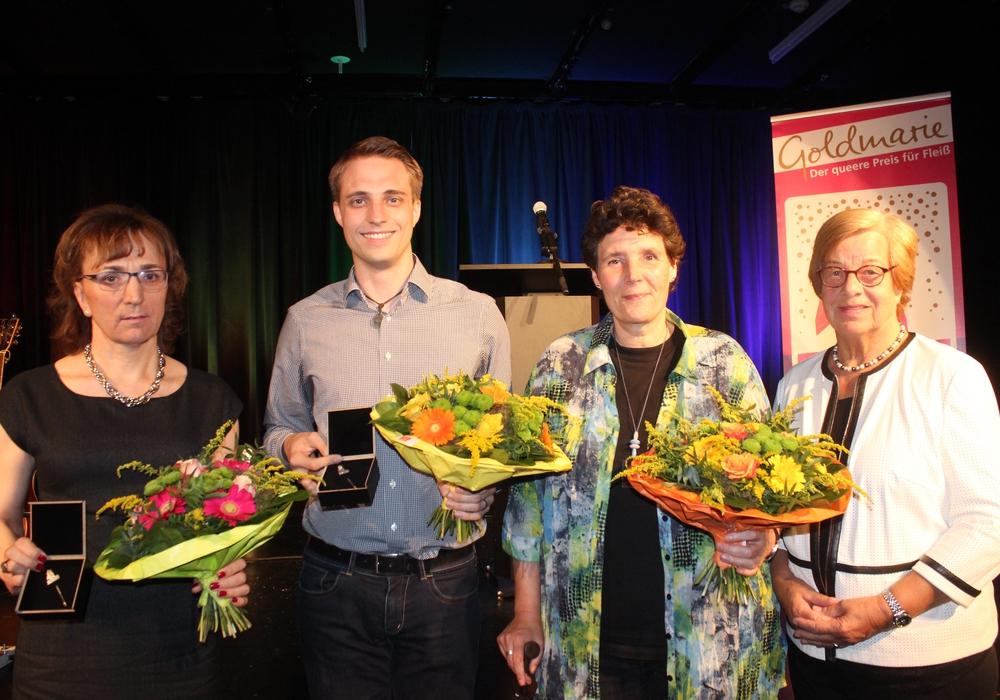 """Mit der Verleihung der """"Goldmarie"""" durch Bürgermeisterin Frederike Harlfinger wurde das 21. Sommerlochfestival eröffnet. Fotos: Anke Donner"""
