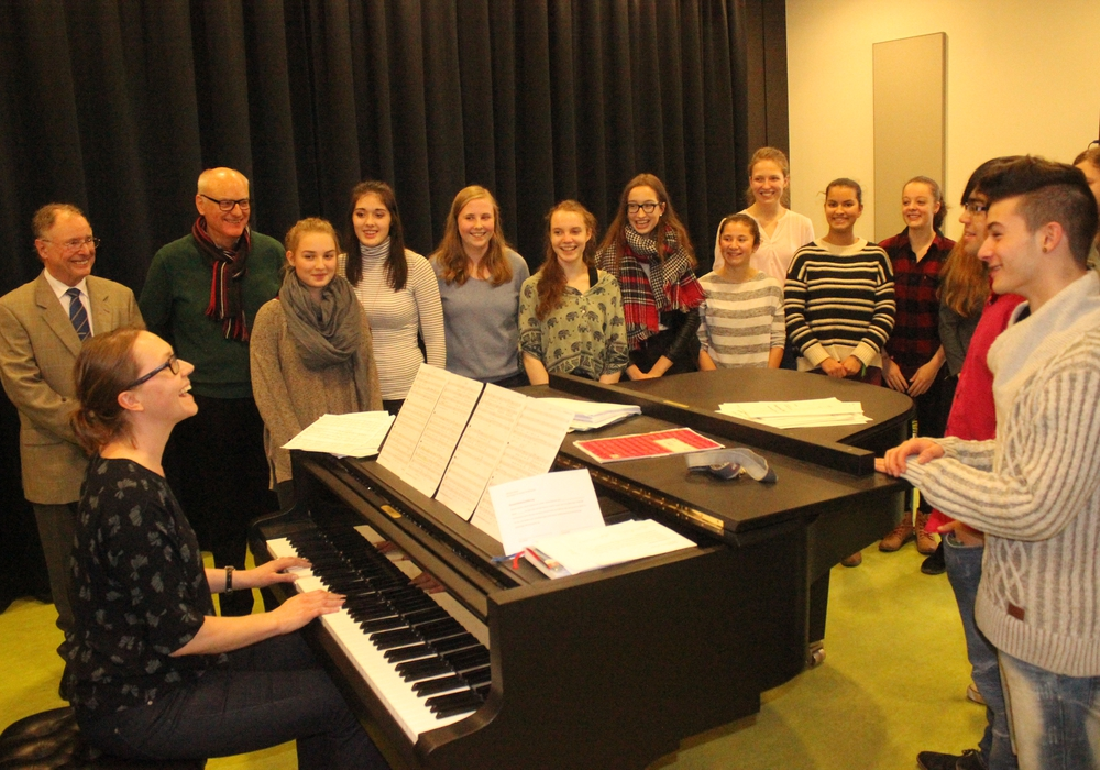 """Der Chor des Gymnasiums im Schloss probte am Mittwoch für seinen Auftritt beim Musikfest """"Viva la musica"""". Fotos: Anke Donner"""