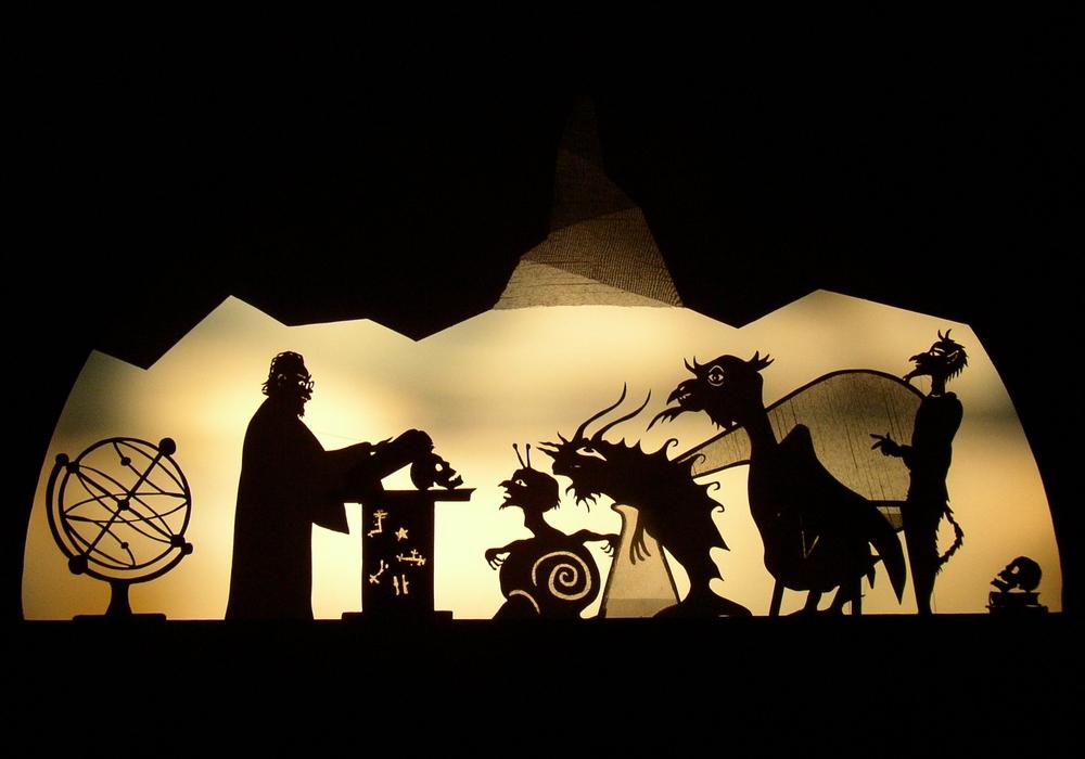 Eine Schattentheater-Szene aus Dr. Faustus. Foto: Schattentheater Vagantei Erhardt