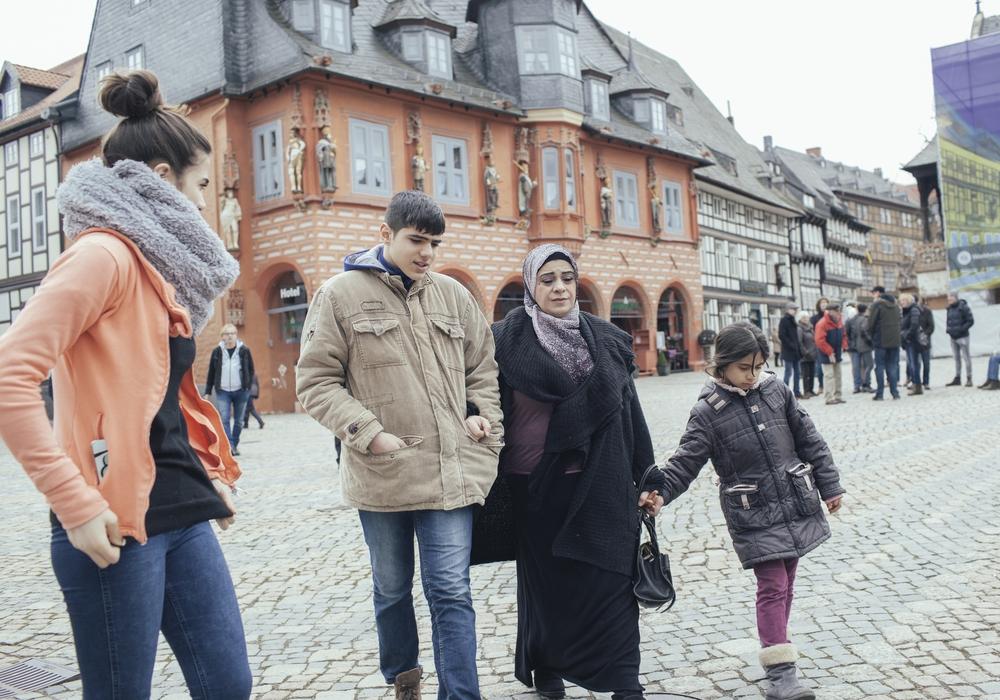 In der ZDF-Dokumentation wird das Schicksal der syrischen Familie Qasmo gezeigt, die vor dem Krieg in ihrer Heimat floh und nun in Goslar lebt. Fotos:  ZDF und Alina Emrich