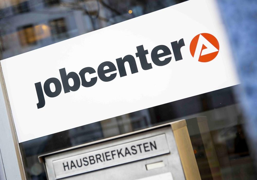 Mehr Geld für weniger Arbeitslose: Damit Hartz-IV-Empfänger schneller eine vollwertige Stelle finden, zahlen die Jobcenter jetzt höhere Lohnzuschüsse an Unternehmen. Dafür gibt es rund vier Milliarden Euro aus dem Bundeshaushalt. Foto: IG BAU
