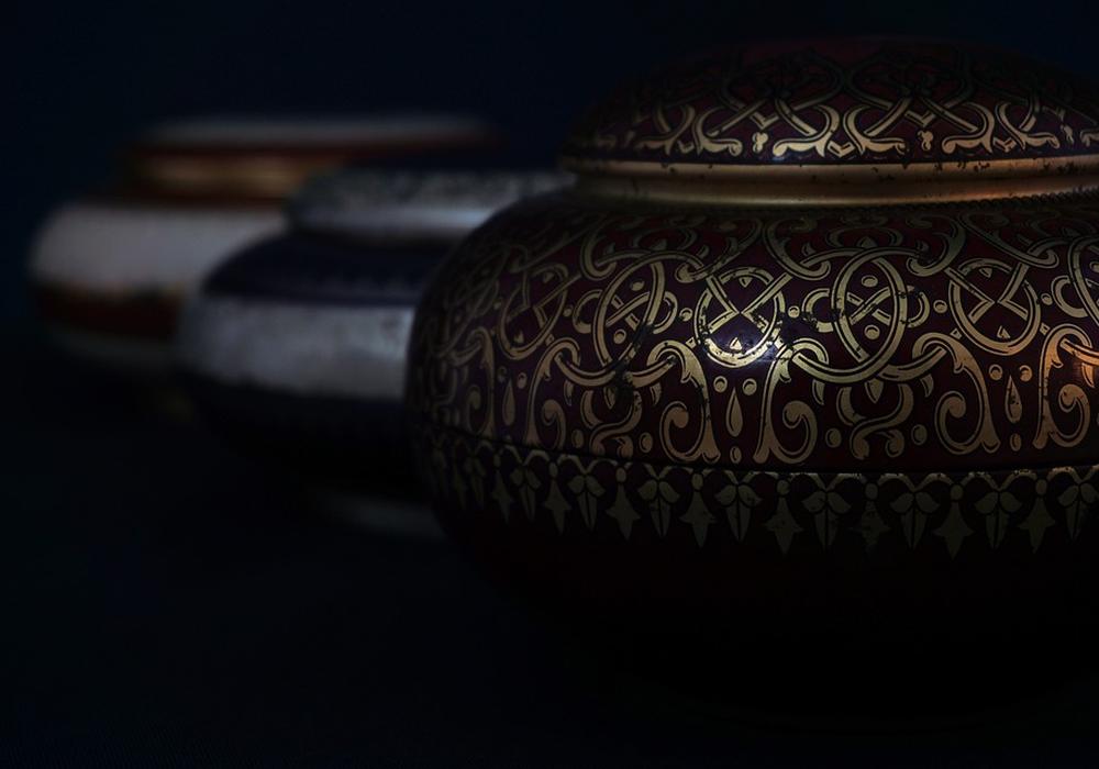 Unter die Erde oder doch in Urnenwände? Der zukünftige Verbleib der Urnen ist derzeit ein Streitthema. Symbolbild: Pixabay