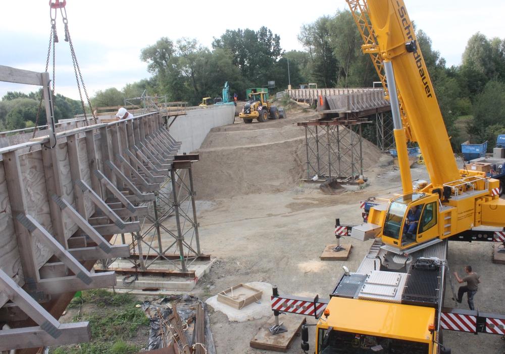 Die Brücke zwischen Halchter und Linden soll am Dienstag bereits wieder für Fußgänger und Radfahrer freigegeben werden. Foto: Anke Donner/Archiv