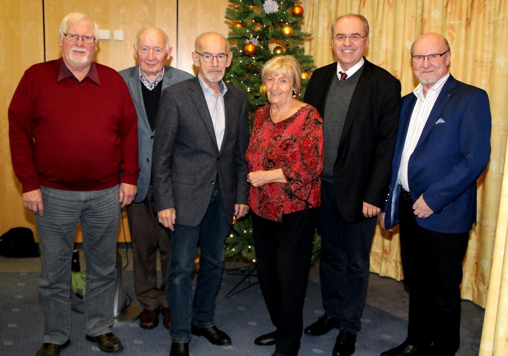 Jürgen Wendt, Günter Bengelsdorf, Karl Grziwa, Ilse Nickel, Dr. Burkhard Budde und Siegfried Nickel (v. li.). Foto: Siegfried Nickel
