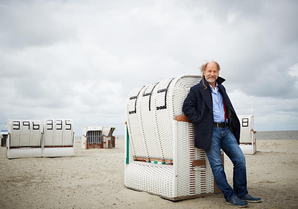 Der Autor Klaus-Peter Wolf liest aus seinem neuen Krimi. Foto: Gaby Gerster