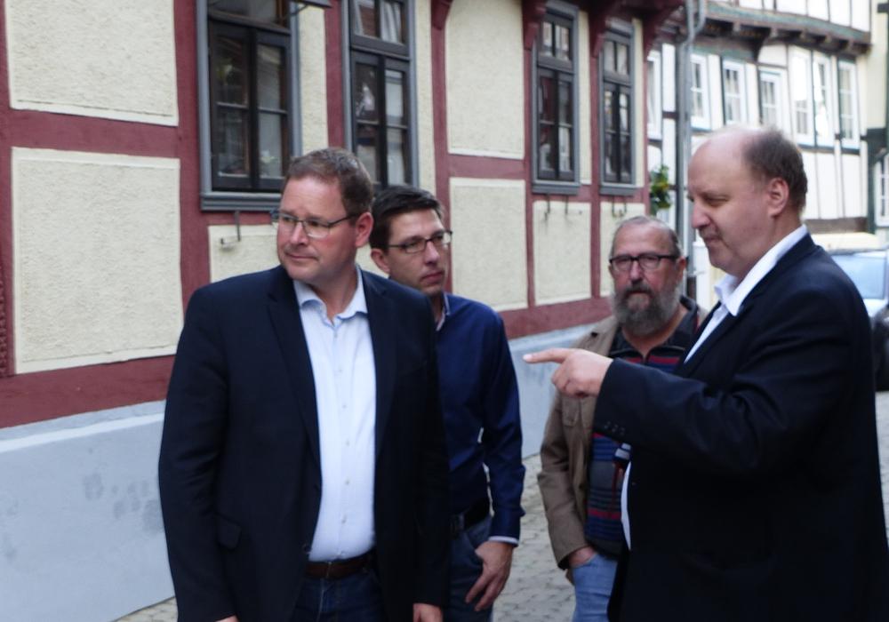 Marcus Bosse, Marc Samel, Peter Illner und Andreas Memmert beim Stadtrundgang in Hornburg. Foto: SPD