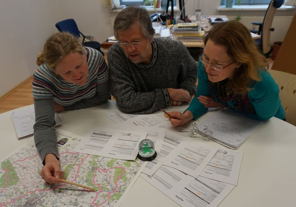 Den Seniorenkreis Leinde erwartet ein Besuch der Mobilitätsexperten Katja Gagnon, Michael Fuder und Sabine Neef vom Büro merkWATT.  Foto: merkWATT