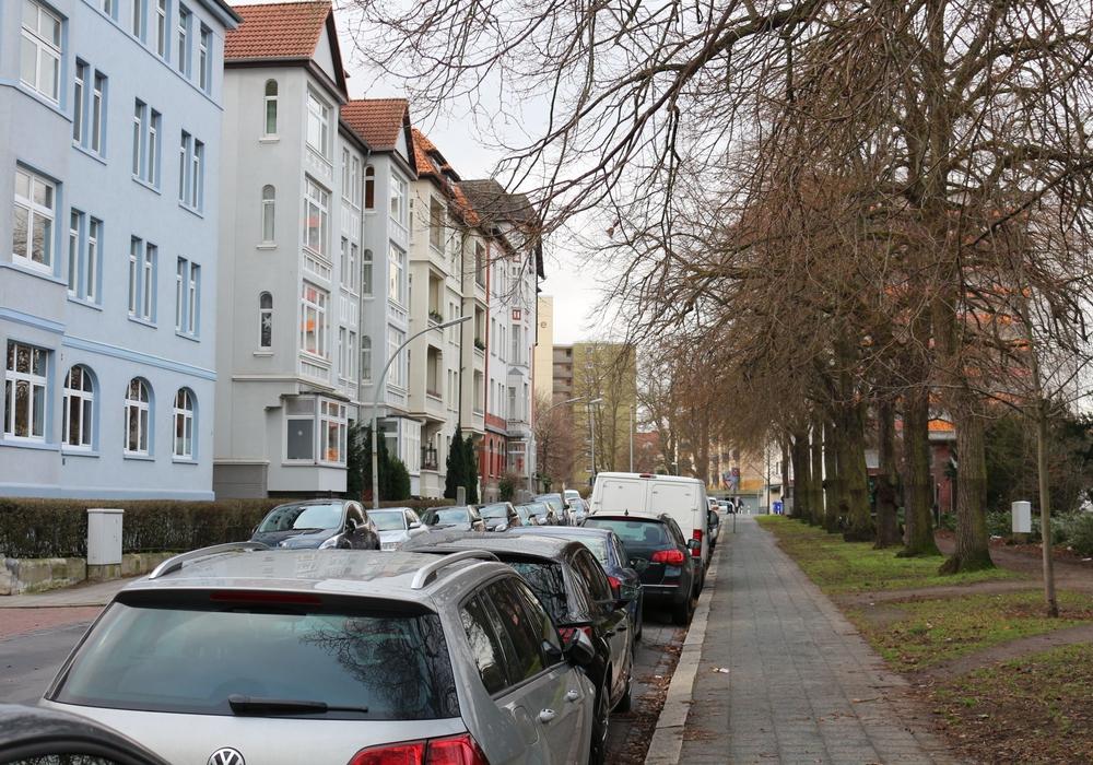 In der Amalienstraße werden nun zwei Querungshilfen durch Poller vor Falschparkern geschützt. Foto: Archiv/Robert Braumann